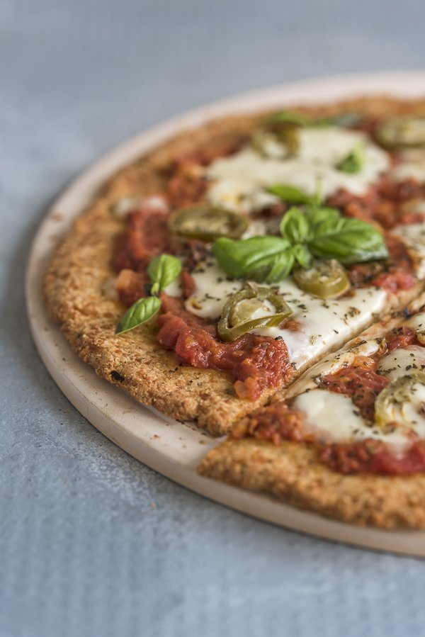 Low-carb keto pizza from www.tasteaholics.com