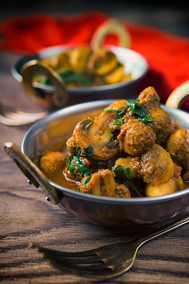 21 Vegetarian Curry Recipes - Spinach and Mushroom Curry Recipe   hurrythefoodup.com
