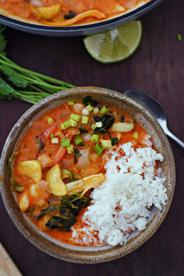 21 Vegetarian Curry Recipes - Vegetarian Thai Red Curry   hurrythefoodup.com