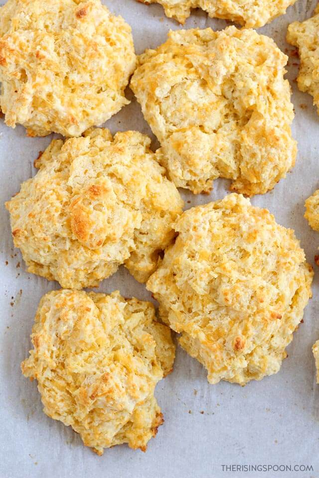 Cheddar Garlic Buttermilk Drop Biscuits | hurrythefoodup.com