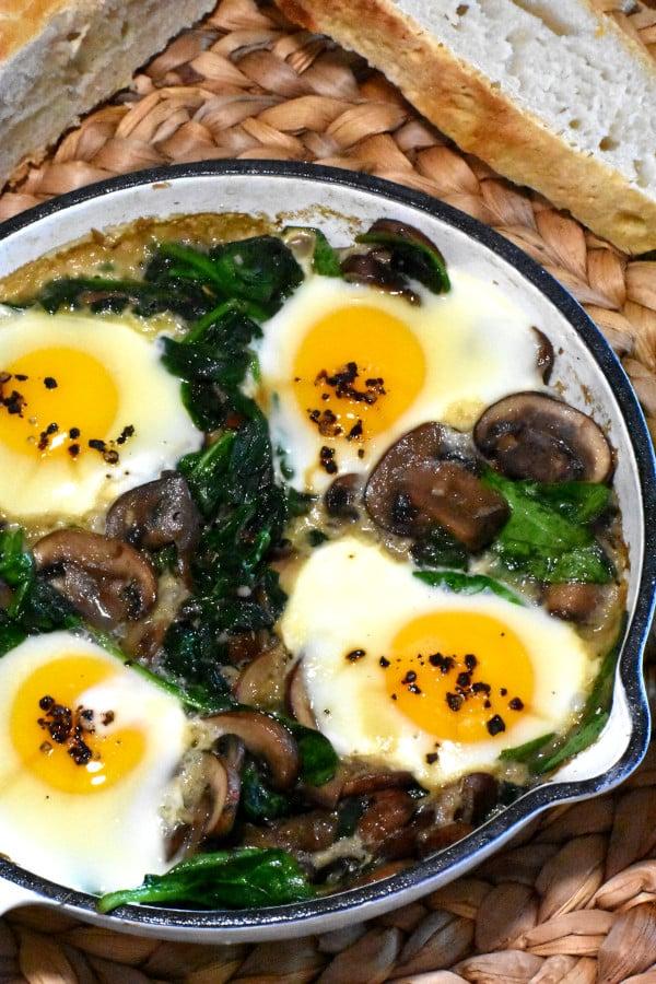 Mushroom, Spinach and Egg Breakfast Skillet | hurrythefoodup.com