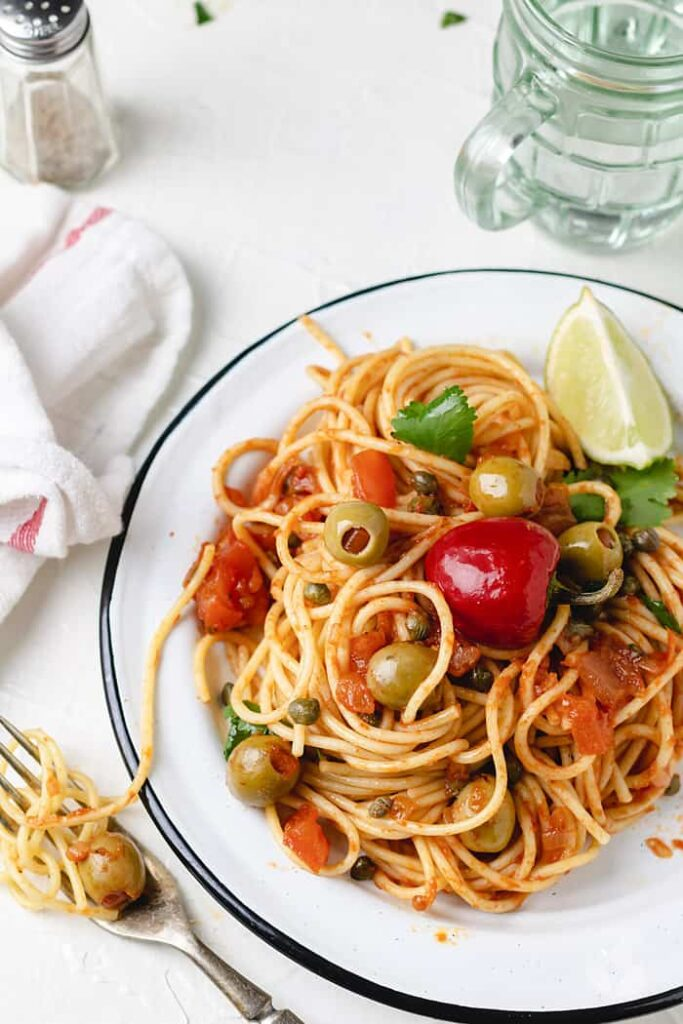 36 Vegetarian Mexican Recipes – Spaghetti with Veracruz Sauce | Hurry The Food Up
