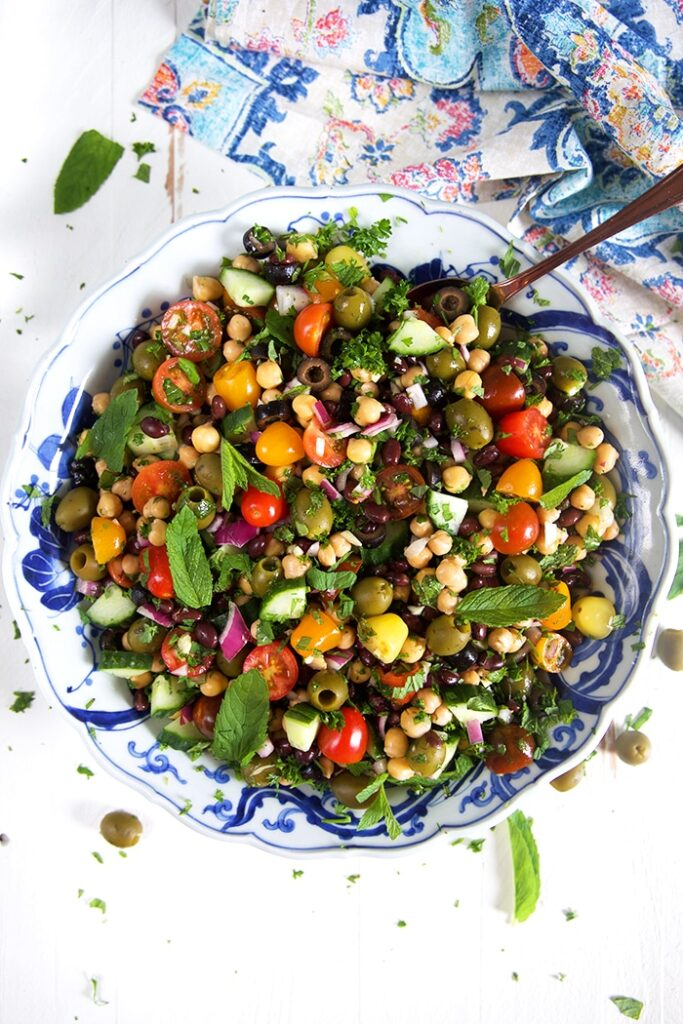 50 Easy Vegan Lunch Ideas – Making lunch vibrant, exciting and delicious – Mediterranean Chickpea Salad Recipe | Hurry The Food Up