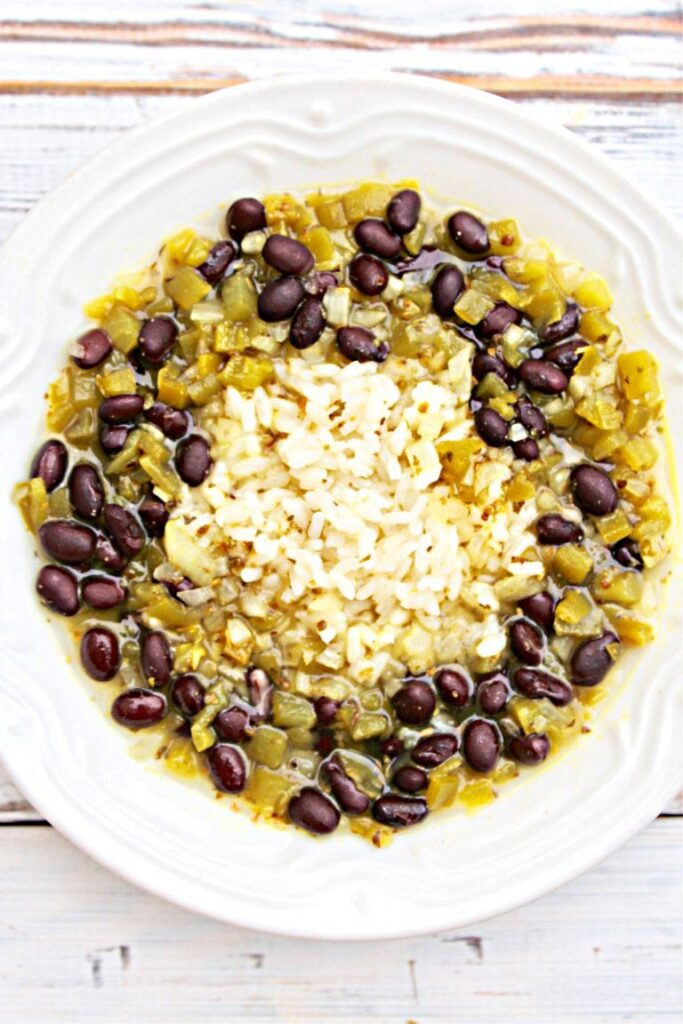 60 Vegan Weight Loss Recipes – Still delicious, just healthier - Green Chile Rice and Black Bean Soup | Hurry The Food Up