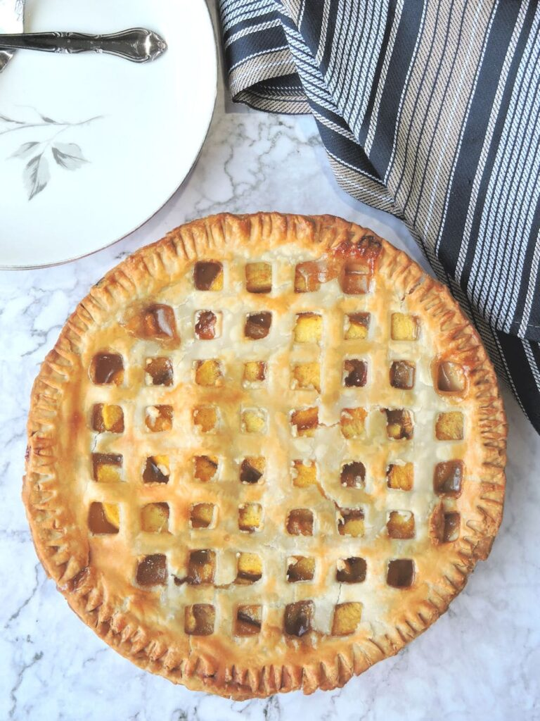 40 Sweet and Savory Vegetarian Pies – Bake your weekend away - Easy Southern Fresh Peach Pie | Hurry The Food Up