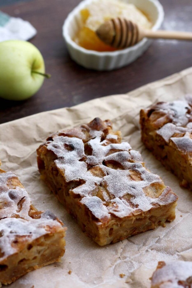 40 Sweet and Savory Vegetarian Pies – Bake your weekend away - Sharlotka: Russian Apple Pie | Hurry The Food Up