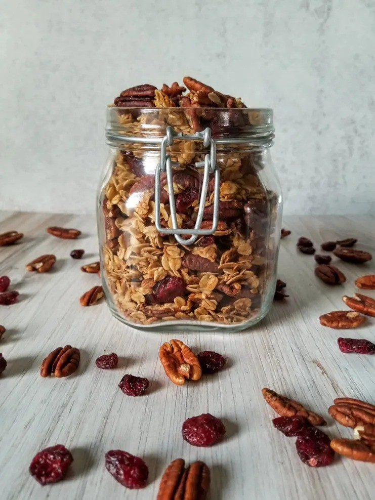 100 Gluten-Free Vegan Recipes - Easy Homemade Granola with Cranberries and Pecans | Hurry The Food Up