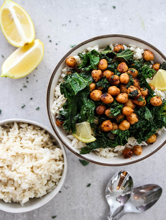 100 Gluten-free Vegetarian Recipes – Smoky Chickpea and Kale Rice Bowl | Hurry The Food Up