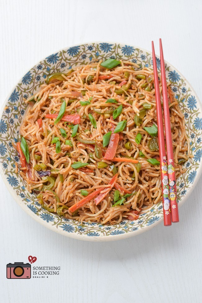 20 Best Vegetarian Stir Fry Recipes - Veg Chow Mein | Hurry The Food Up
