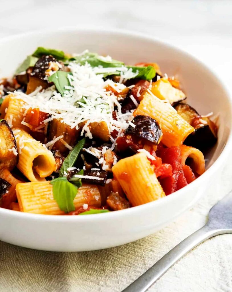 40 Delightful Vegetarian Eggplant Recipes (Vegetarian Aubergine Recipes) - Pasta alla Norma | Hurry The Food Up