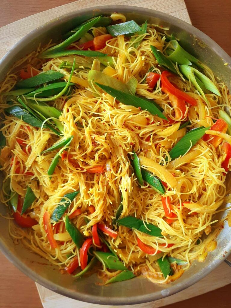 20 Best Vegetarian Stir Fry Recipes - One-pan Singapore Vermicelli Noodles | Hurry The Food Up