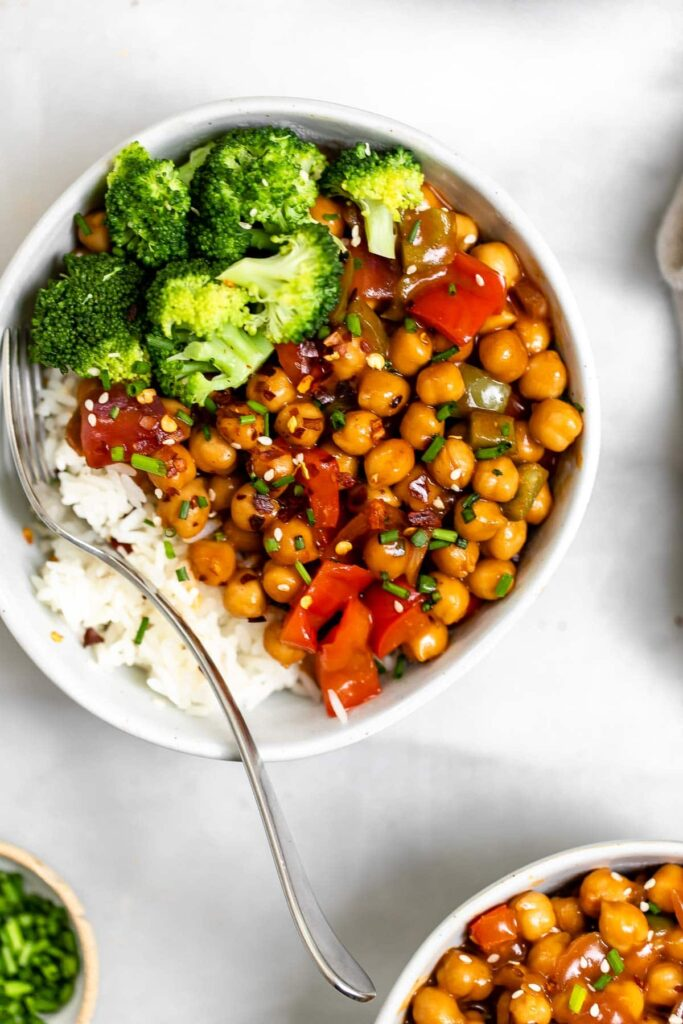 20 Best Vegetarian Stir Fry Recipes - General Tso's Chickpea Stir Fry | Hurry The Food Up