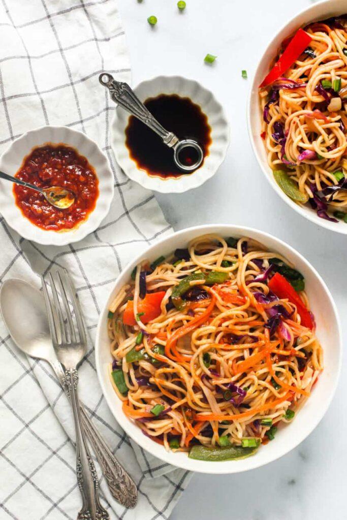 20 Vegan Stir Fry Recipes - Veggie Hakka Noodles | Hurry The Food Up