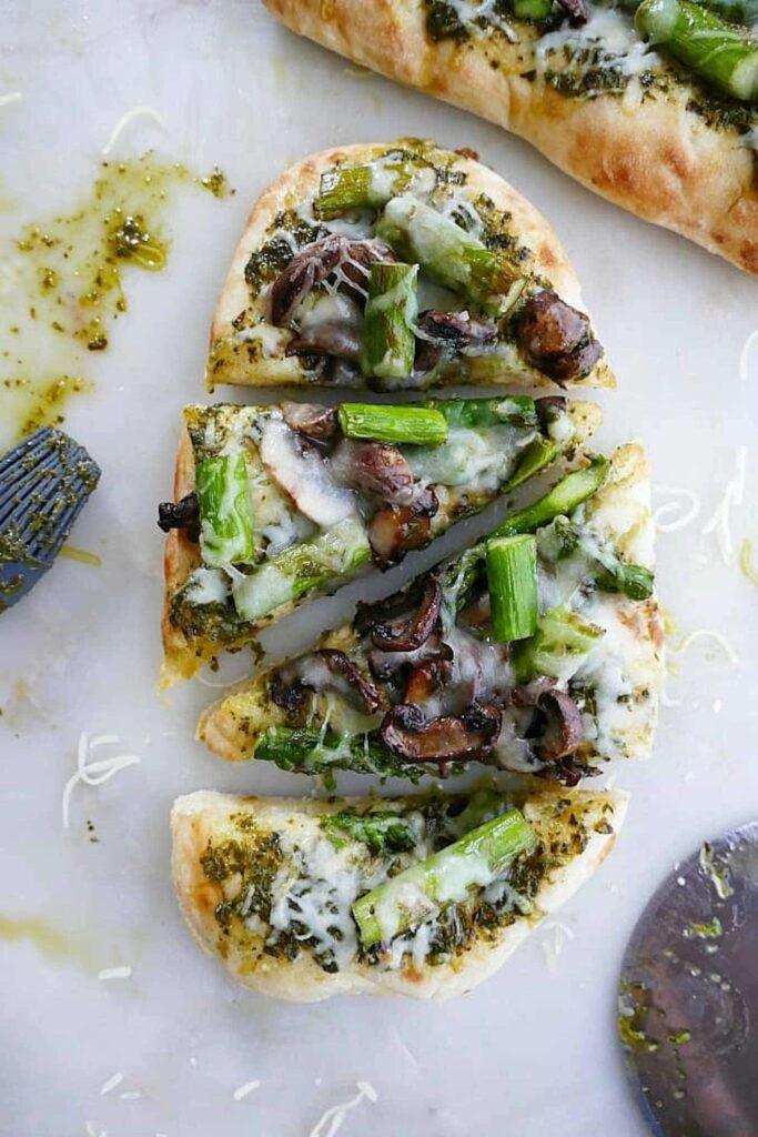 30 Best Veggie Pizza Recipes - Asparagus Mushroom Naan Pizza | Hurry The Food Up