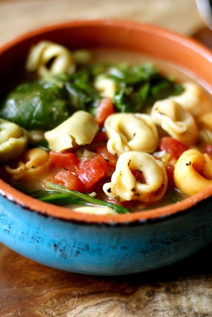 30 Vegetarian Italian Recipes - Italian Tortellini Spinach Soup | Hurry The Food Up