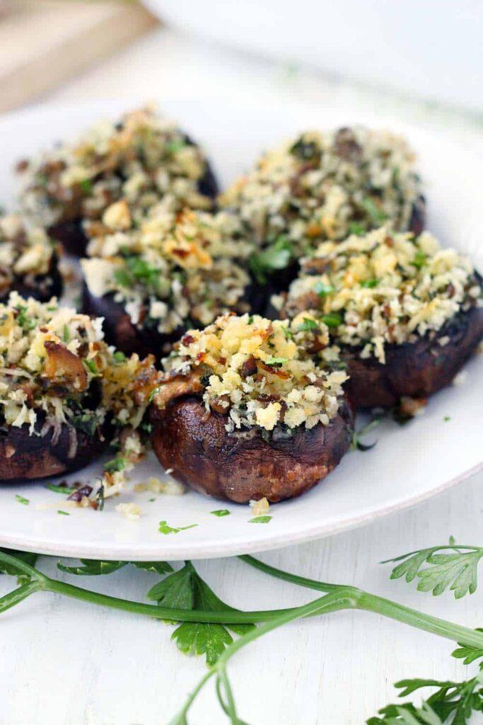 30 Vegetarian Italian Recipes - Italian Vegetarian Stuffed Mushrooms) | Hurry The Food Up