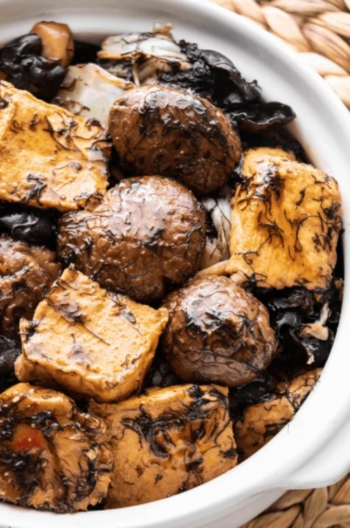 20 Delicious Vegan Chinese Recipes - Braised Tofu and Mushroom | Hurry The Food Up