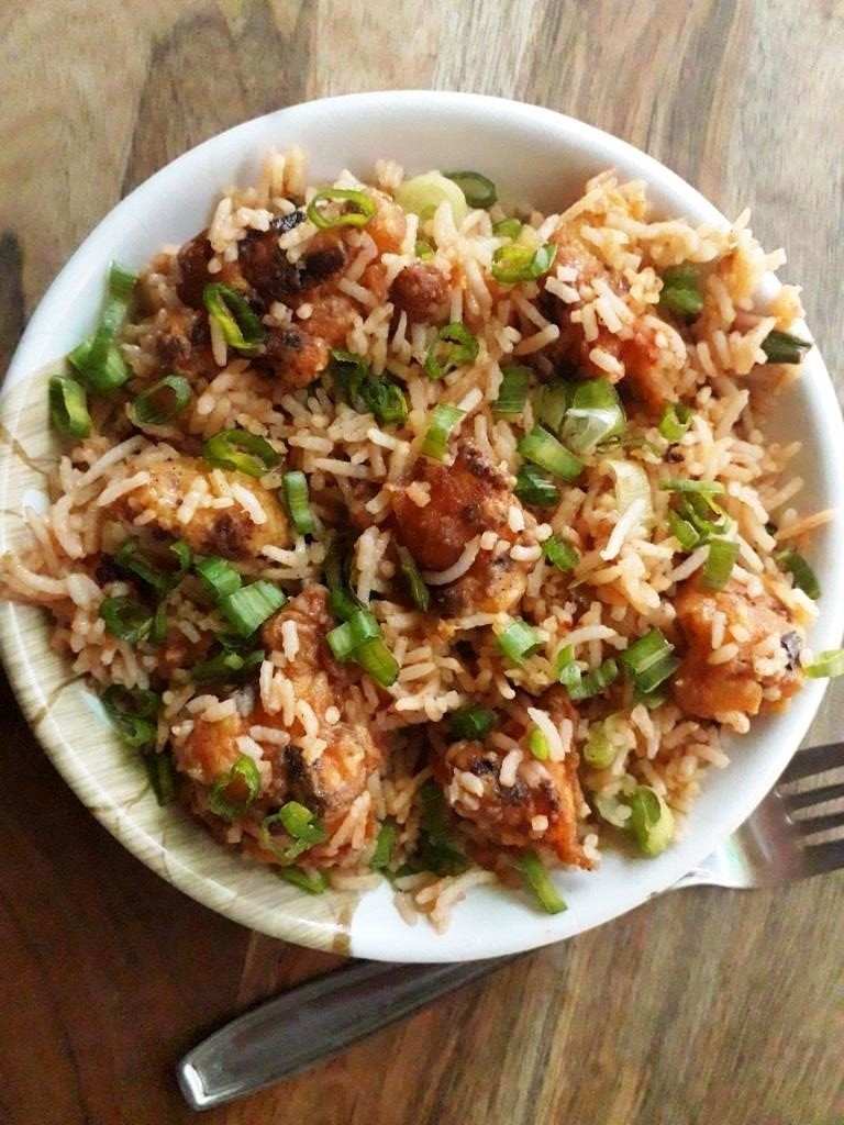 20 Mouth-Watering Vegetarian Chinese Recipes - Schezwan Cauliflower Rice | Hurry The Food Up