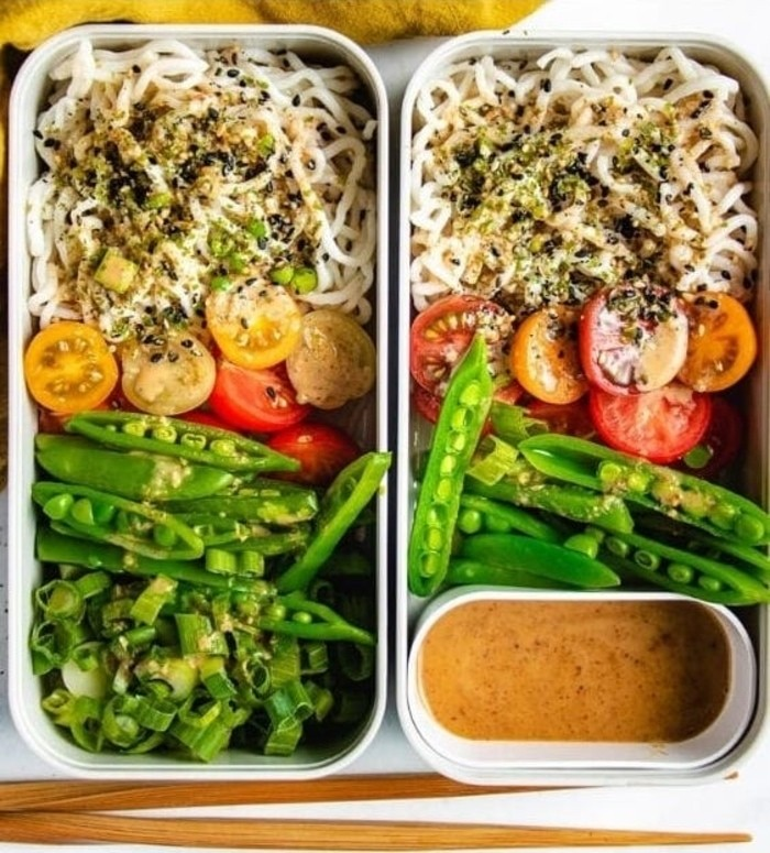 20 Mouth-Watering Vegetarian Chinese Recipes - Shirataki Noodles | Hurry The Food Up