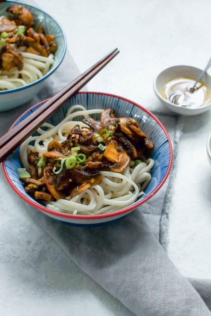 20 Delicious Vegan Chinese Recipes - Vegan Dan Dan Noodles | Hurry The Food Up