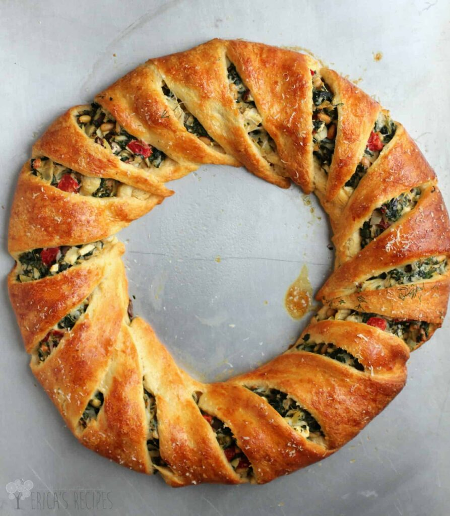 45 Summery Vegetarian Mediterranean Recipes - Mediterranean Crescent Ring| Hurry The Food Up