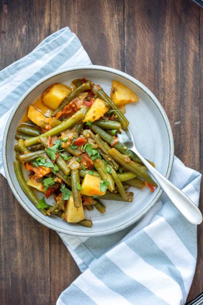 45 Summery Vegetarian Mediterranean Recipes - Greek Green Beans (Fasolakia)| Hurry The Food Up