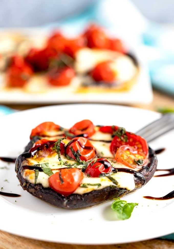 45 Summery Vegetarian Mediterranean Recipes - Grilled Caprese Mushrooms| Hurry The Food Up