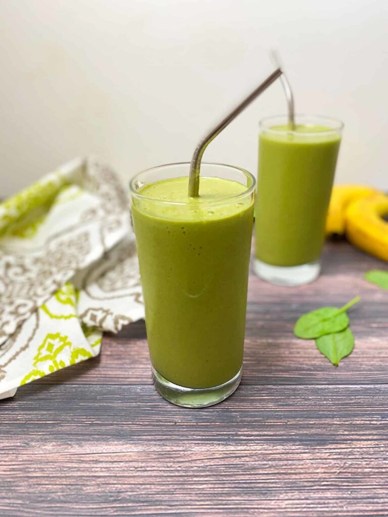 18 Wicked Weight Loss Smoothies - Mango Spinach Smoothie | Hurry The Food Up
