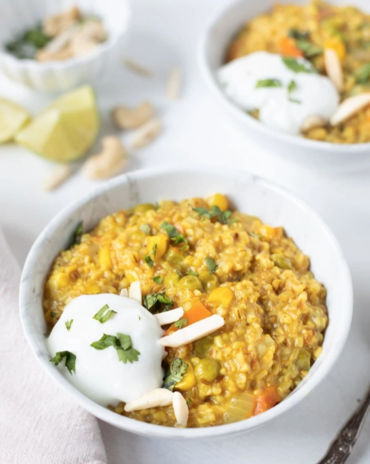 15 Incredible Indian Breakfasts for Weight Loss - Savoury Masala Oats | Hurry The Food Up
