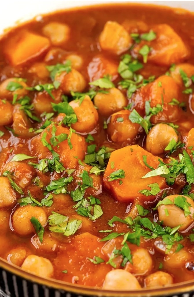 45 Summery Vegetarian Mediterranean Recipes - Moroccan Chickpea Stew| Hurry The Food Up