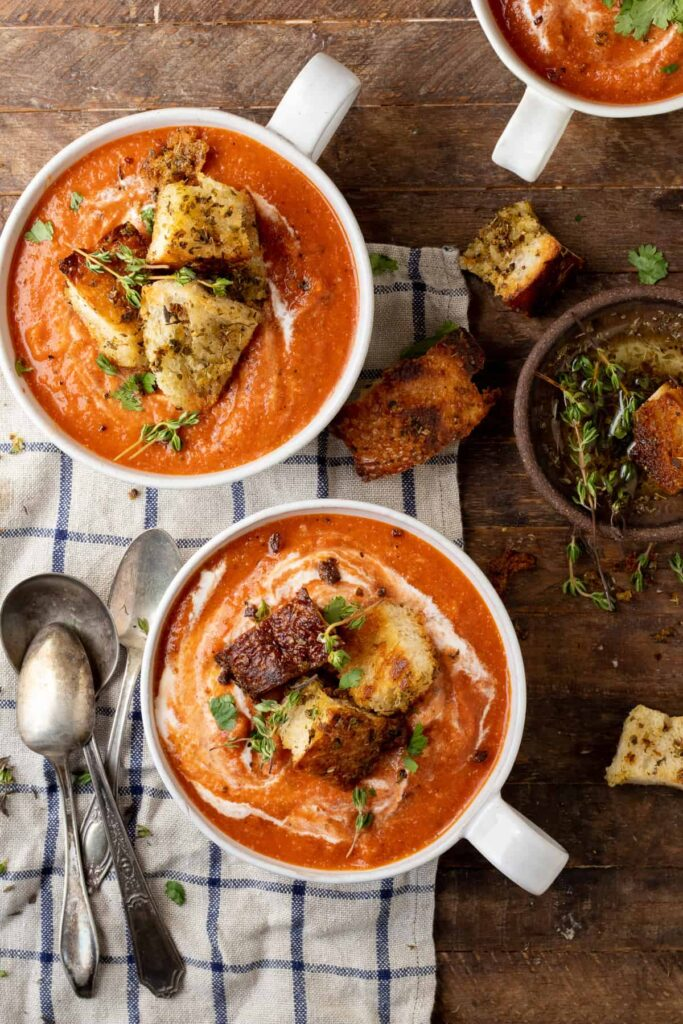 40 Vegan Low Calorie Meals -Vegan Roasted Red Pepper and Tomato Soup | Hurry The Food Up