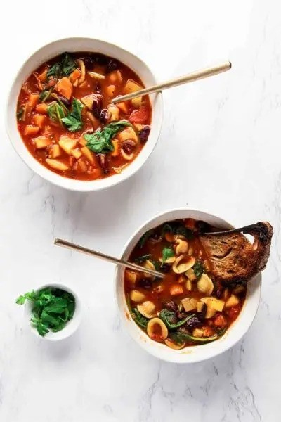 40 Vegetarian Low Calorie Meals -Easy & Healthy Vegan Minestrone Soup | Hurry The Food Up