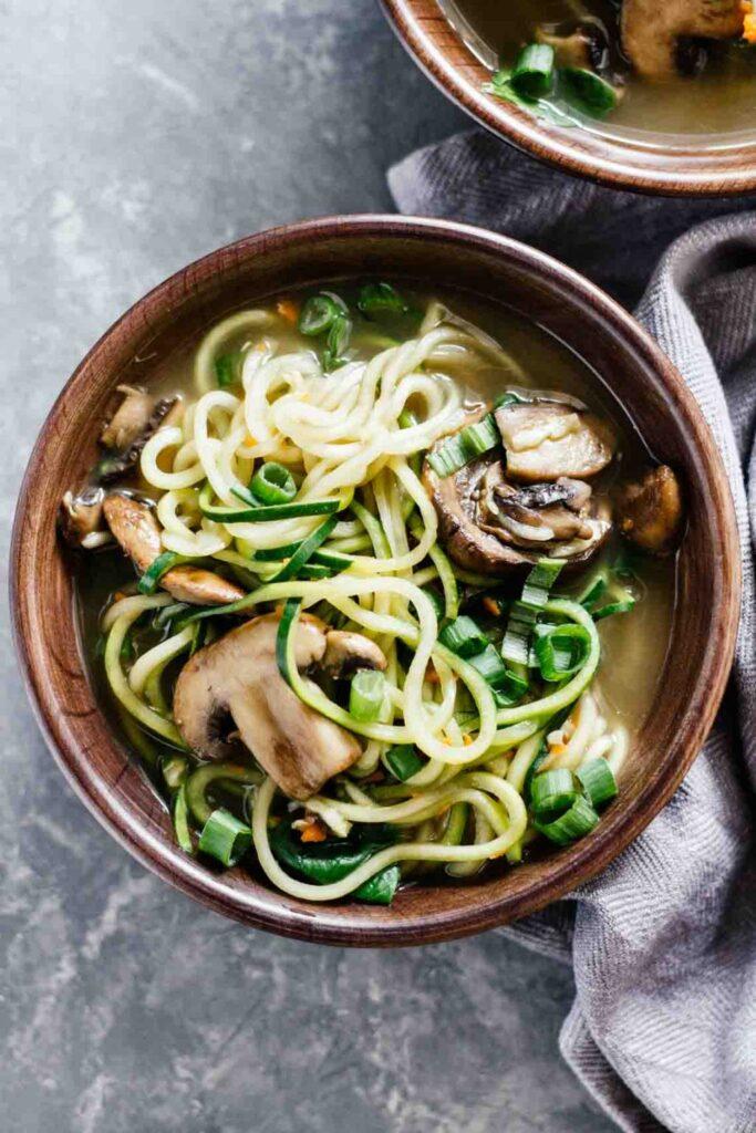 40 Vegan Low Calorie Meals -Vegan Ramen Soup w/ Zucchini Noodles | Hurry The Food Up