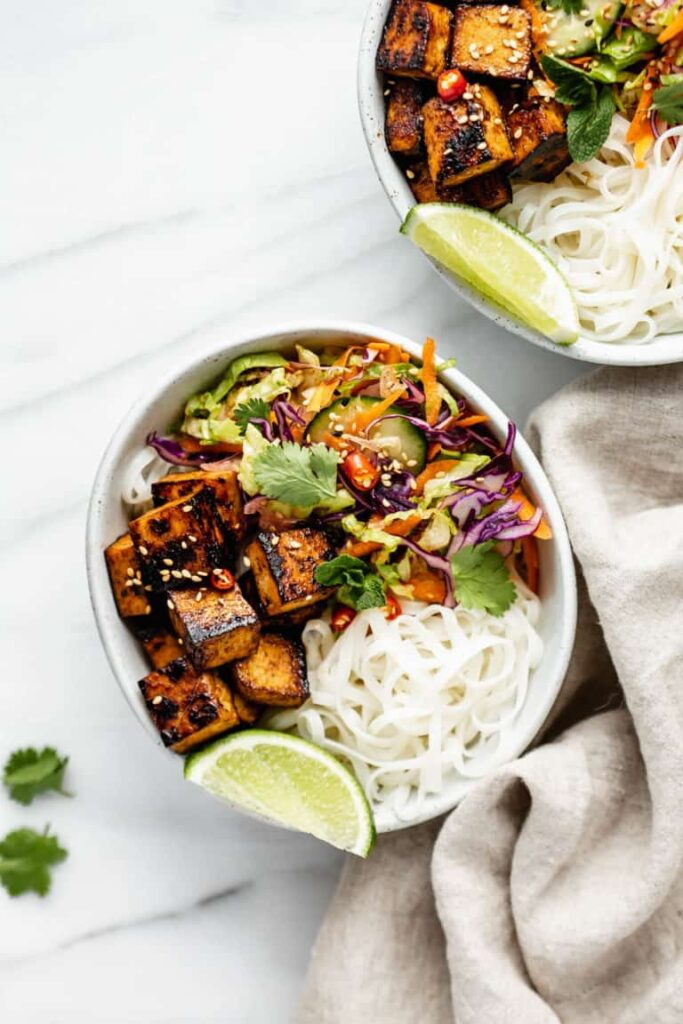 40 Vegetarian Low Calorie Meals - Vietnamese Noodle Bowls | Hurry The Food Up