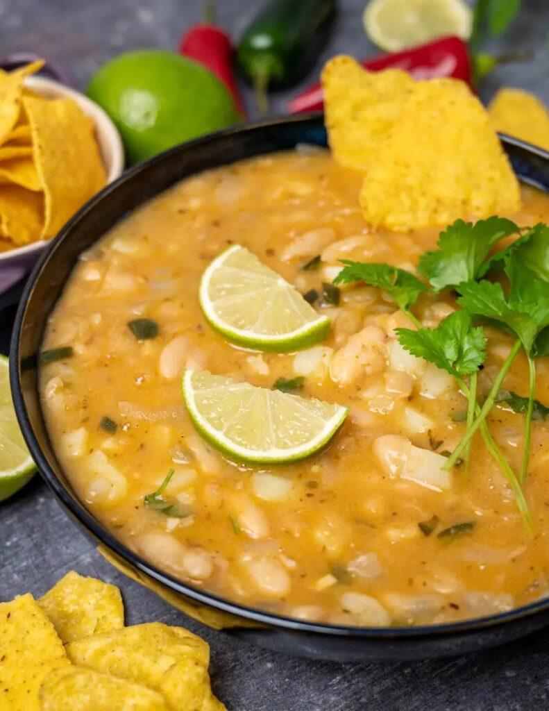 40 Vegan Low Calorie Meals -Vegan White Bean Chili | Hurry The Food Up
