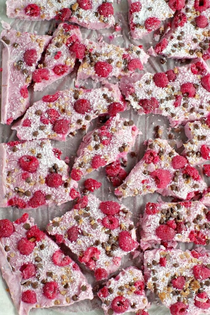 15 Low Calorie Desserts under 100 Calories – Healthy Raspberry Froyo Bark | Hurry The Food Up