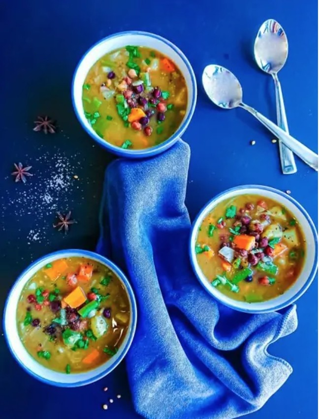 17 Healthy Vegetarian Soup Recipes for Weight Loss - Kala Chana Soup   Hurry The Food Up
