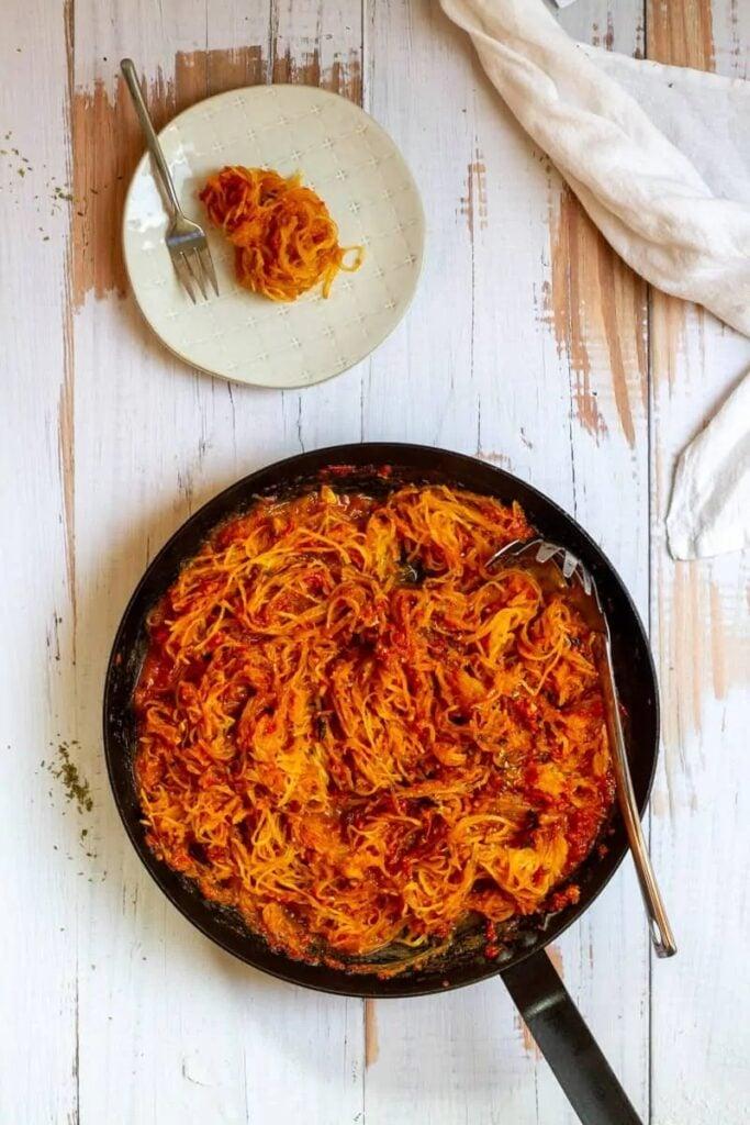 40 Vegan Low Calorie Meals -Spaghetti Squash Marinara | Hurry The Food Up