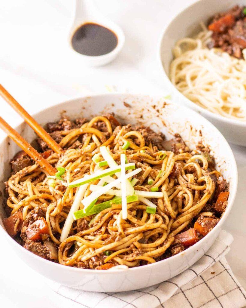 40 Vegan Low Calorie Meals -Vegan Jajangmyeon | Hurry The Food Up