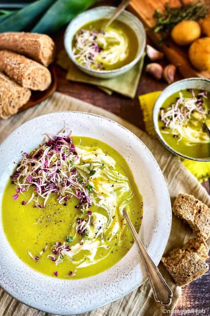 40 Vegan Low Calorie Meals -Vegan Leek & Potato Soup | Hurry The Food Up