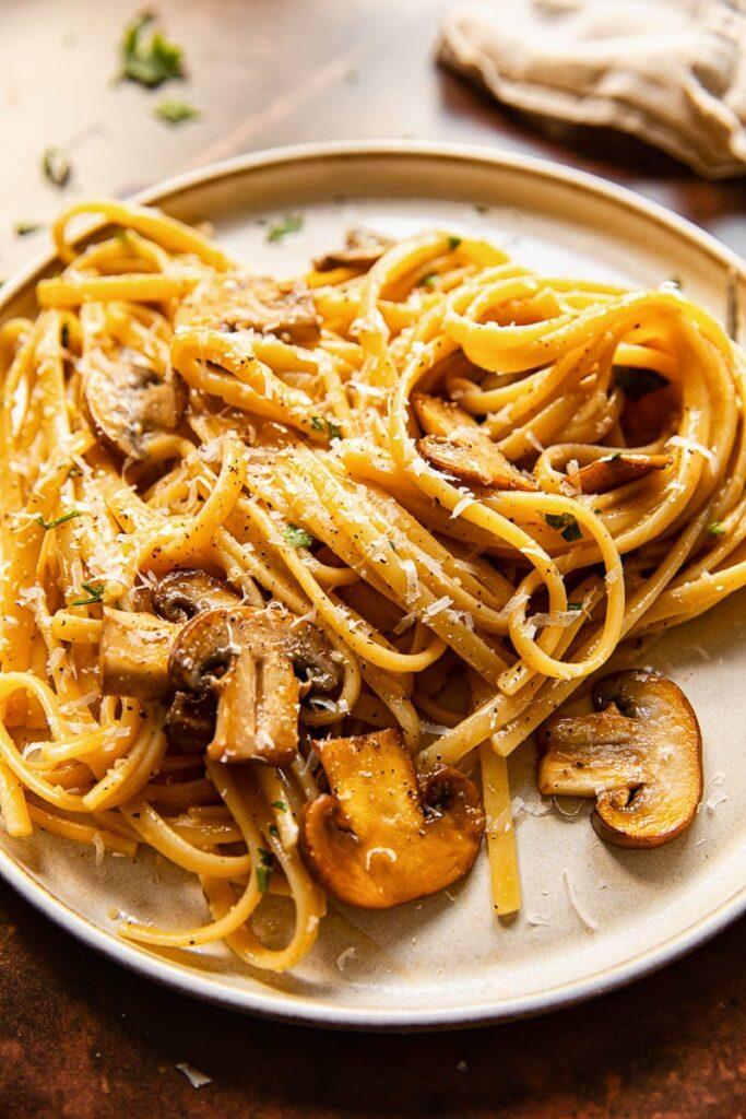40 Vegetarian Low Calorie Meals - Vegetarian Mushroom Carbonara | Hurry The Food Up