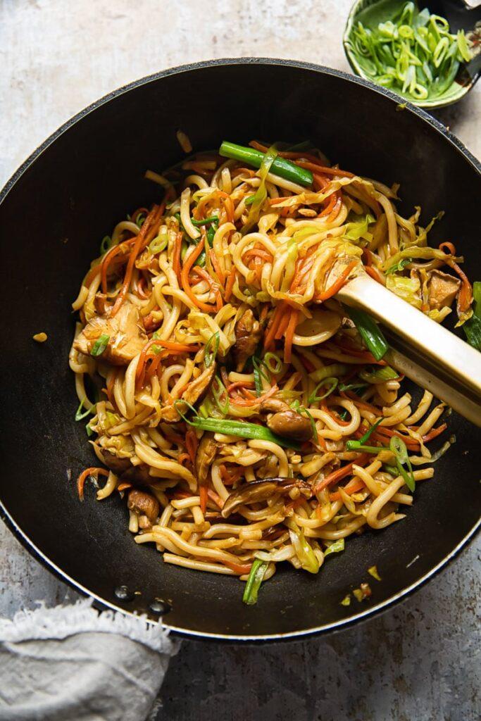 40 Vegan Low Calorie Meals -Vegetarian Yaki Udon | Hurry The Food Up