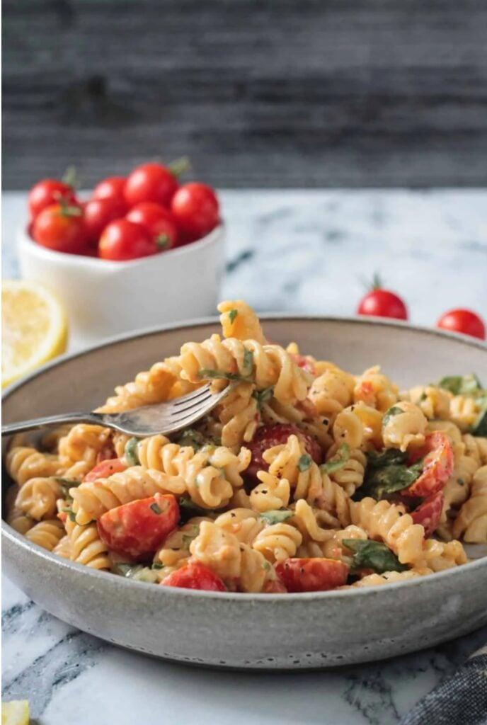 30 Lazy Vegan Recipes – Hummus Pasta   Hurry The Food Up