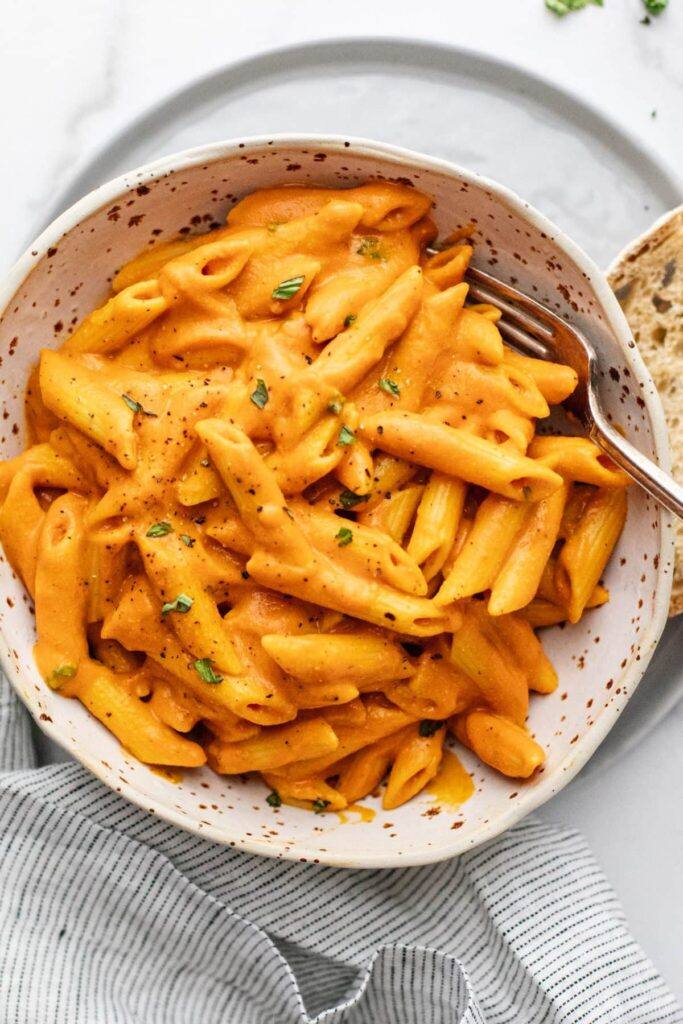 30 Lazy Vegan Recipes – Red Pepper Chickpea Pasta   Hurry The Food Up